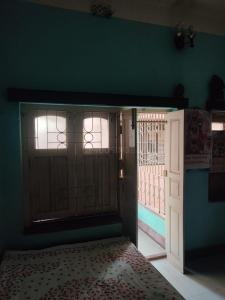 Gallery Cover Image of 1300 Sq.ft 3 BHK Independent House for buy in Santoshpur for 12000000