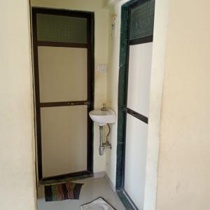 Gallery Cover Image of 310 Sq.ft 1 RK Apartment for rent in Kandivali West for 14000