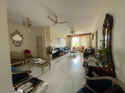 Gallery Cover Image of 1920 Sq.ft 4 BHK Apartment for buy in Juhu for 122500000