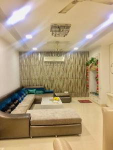Gallery Cover Image of 3700 Sq.ft 4 BHK Independent House for buy in Model Town for 45000000