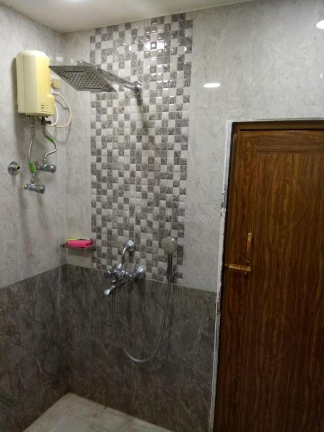 Common Bathroom Image of 370 Sq.ft 1 BHK Apartment for rent in Howrah Railway Station for 18000
