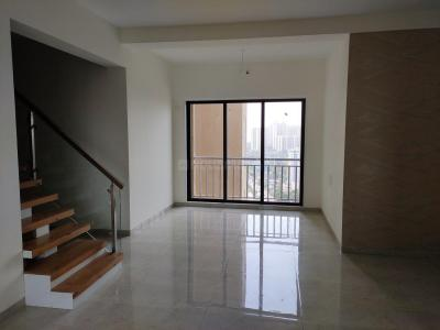 Gallery Cover Image of 2500 Sq.ft 3 BHK Apartment for buy in Thane West for 22200000