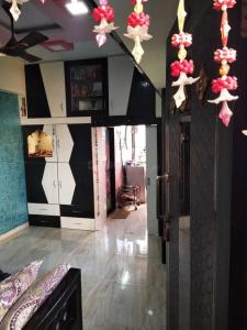 Gallery Cover Image of 376 Sq.ft 1 RK Apartment for buy in Parel for 5800000