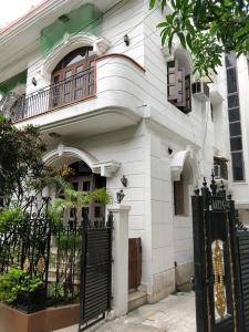 Gallery Cover Image of 3124 Sq.ft 5 BHK Independent House for buy in Salt Lake City for 32500000