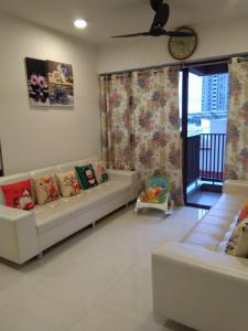 Gallery Cover Image of 1330 Sq.ft 3 BHK Apartment for buy in Sun South Park, Bopal for 6700000