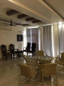 Gallery Cover Image of 5500 Sq.ft 5 BHK Villa for rent in Sector 50 for 150000