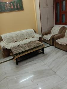 Gallery Cover Image of 800 Sq.ft 1 BHK Independent House for rent in Sector 50 for 16500