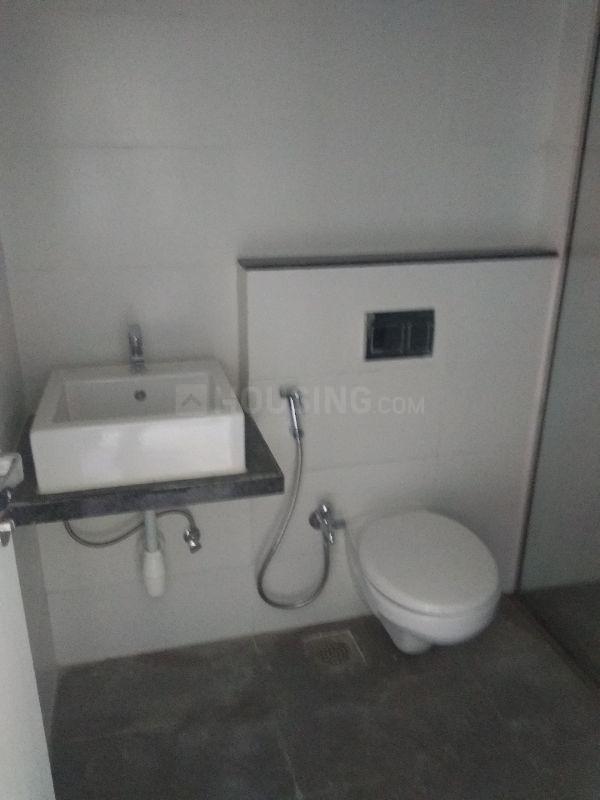 Common Bathroom Image of 1500 Sq.ft 3 BHK Apartment for buy in Thane West for 16000000