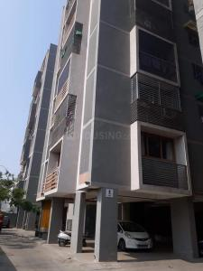 Gallery Cover Image of 1062 Sq.ft 2 BHK Apartment for rent in Ghatlodiya for 17000