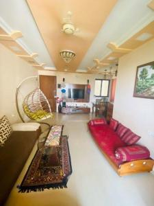 Gallery Cover Image of 1105 Sq.ft 2 BHK Apartment for buy in Rustomjee Elanza, Malad West for 23500000