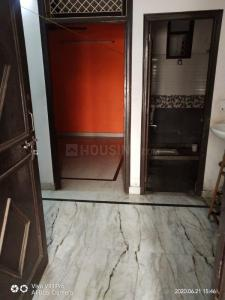 Gallery Cover Image of 800 Sq.ft 2 BHK Apartment for rent in Shakarpur Khas for 14000