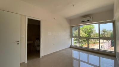 Gallery Cover Image of 2500 Sq.ft 4 BHK Apartment for rent in Godrej The Trees, Vikhroli East for 140000