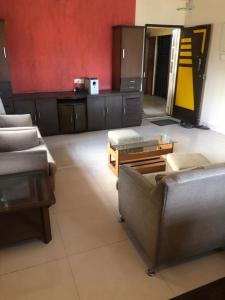 Gallery Cover Image of 900 Sq.ft 2 BHK Apartment for buy in Bandra East for 34000000