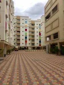 Gallery Cover Image of 630 Sq.ft 2 BHK Apartment for buy in Temple Waves, Thandalam for 2800000