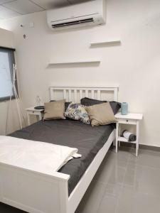 Bedroom Image of 1300 Sq.ft 2 BHK Apartment for buy in Aminpur for 4500000