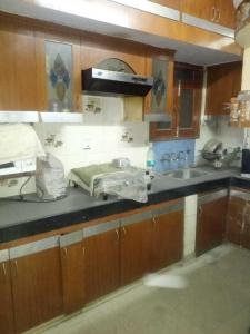 Gallery Cover Image of 1200 Sq.ft 2 BHK Apartment for rent in Vikaspuri for 25000