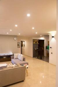 Gallery Cover Image of 1987 Sq.ft 3 BHK Apartment for buy in Nagavara for 16000000
