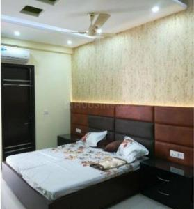 Gallery Cover Image of 2000 Sq.ft 3 BHK Apartment for rent in Hadapsar for 43000