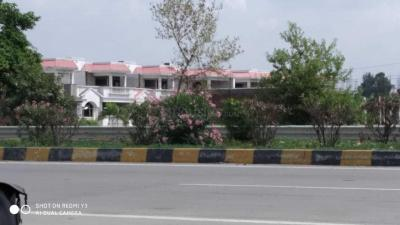 Gallery Cover Image of 1000 Sq.ft Residential Plot for buy in Telibagh for 380000
