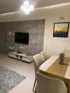 Gallery Cover Image of 1500 Sq.ft 3 BHK Apartment for buy in Bramha Corp F Residences, Wadgaon Sheri for 16500000