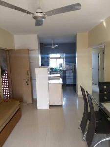 Gallery Cover Image of 750 Sq.ft 2 BHK Apartment for rent in Parel for 65000