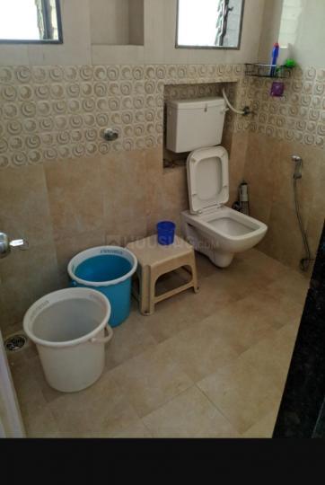 जुहू में एससुमित्रा पीजी के बाथरूम की तस्वीर
