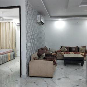 Gallery Cover Image of 2200 Sq.ft 3 BHK Independent Floor for rent in Sector 30 for 32000