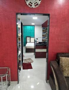 Gallery Cover Image of 410 Sq.ft 1 BHK Apartment for rent in Saptarshi Towers, Kandivali West for 20000