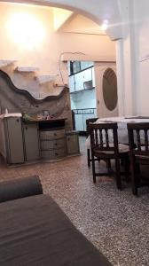 Gallery Cover Image of 1000 Sq.ft 2 BHK Apartment for rent in Budhwar Peth for 20000
