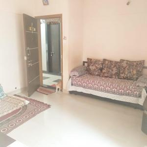 Gallery Cover Image of 654 Sq.ft 1 BHK Apartment for buy in Ratan Anand Yog, Viman Nagar for 5550000