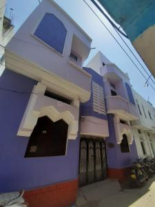 Gallery Cover Image of 1080 Sq.ft 2 BHK Independent House for rent in Khilwat for 12000