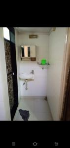 Gallery Cover Image of 400 Sq.ft 1 RK Apartment for buy in Thane East for 5800000