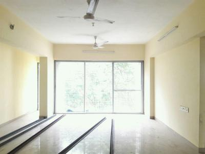 Gallery Cover Image of 920 Sq.ft 2 BHK Apartment for buy in Malad West for 20000000