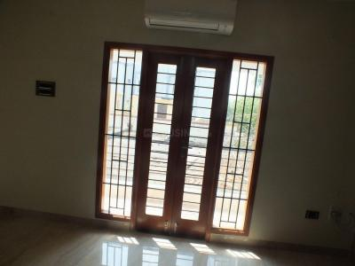 Gallery Cover Image of 2700 Sq.ft 4 BHK Apartment for rent in Raja Annamalai Puram for 85000