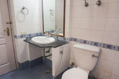 Common Bathroom Image of PG Near Cyber City in DLF Phase 3