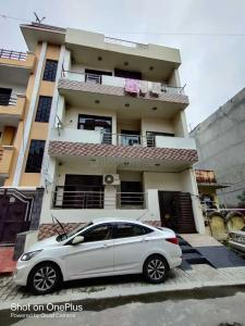 Gallery Cover Image of 1060 Sq.ft 3 BHK Independent Floor for buy in Vasundhara for 5700000