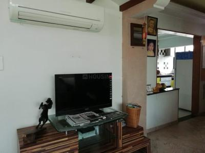 Gallery Cover Image of 1250 Sq.ft 2 BHK Apartment for rent in  Kala Tirth, Satellite for 28000