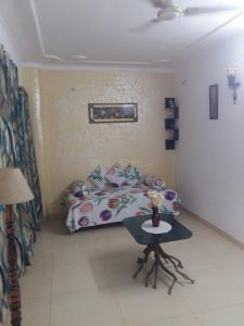 Gallery Cover Image of 400 Sq.ft 1 BHK Independent House for rent in Pratap Vihar for 5500