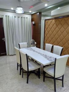 Gallery Cover Image of 2000 Sq.ft 3 BHK Independent House for rent in Pitampura for 60000