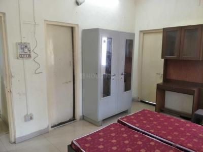 Gallery Cover Image of 1000 Sq.ft 3 BHK Apartment for rent in Shivaji Nagar for 60000