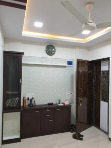 Gallery Cover Image of 350 Sq.ft 1 BHK Apartment for buy in Dheeraj Garden, Andheri East for 7500000