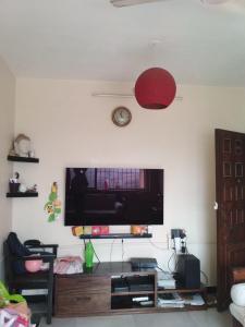 Gallery Cover Image of 650 Sq.ft 1 BHK Apartment for rent in Worli for 65000