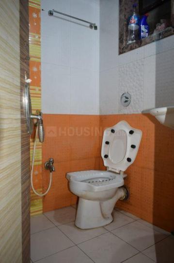 बोरीवली वेस्ट में एम4यू पेइंग गेस्ट के बाथरूम की तस्वीर