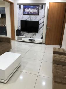 Gallery Cover Image of 1400 Sq.ft 2 BHK Apartment for buy in Gota for 6500000