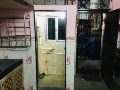 घाटकोपर वेस्ट  में 2400000  खरीदें  के लिए 150 Sq.ft 1 RK इंडिपेंडेंट हाउस के बाथरूम  की तस्वीर