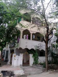 Gallery Cover Image of 5400 Sq.ft 10 BHK Independent House for buy in Pragathi Nagar for 39500000