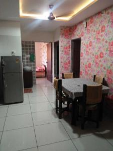 Gallery Cover Image of 1600 Sq.ft 3 BHK Apartment for buy in Virat Sai Shukan Residency Vadodara, Navapura for 6200000