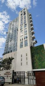 Gallery Cover Image of 1500 Sq.ft 3 BHK Apartment for buy in Malabar Hill for 120000000