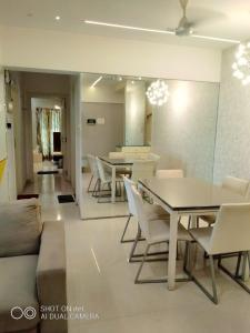 Gallery Cover Image of 2150 Sq.ft 3 BHK Apartment for buy in Ekta WestBay, Bandra West for 51000000