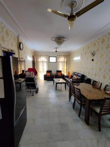 Gallery Cover Image of 1300 Sq.ft 3 BHK Apartment for buy in Apna Enclave, Sector 4 for 7200000